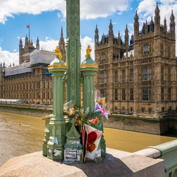 Memorial for the victims of the Terrorattack on Westminster Bridge in front of the Houses of Parliament